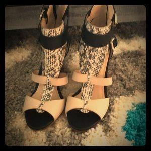 NWOT Guess zip up heels.